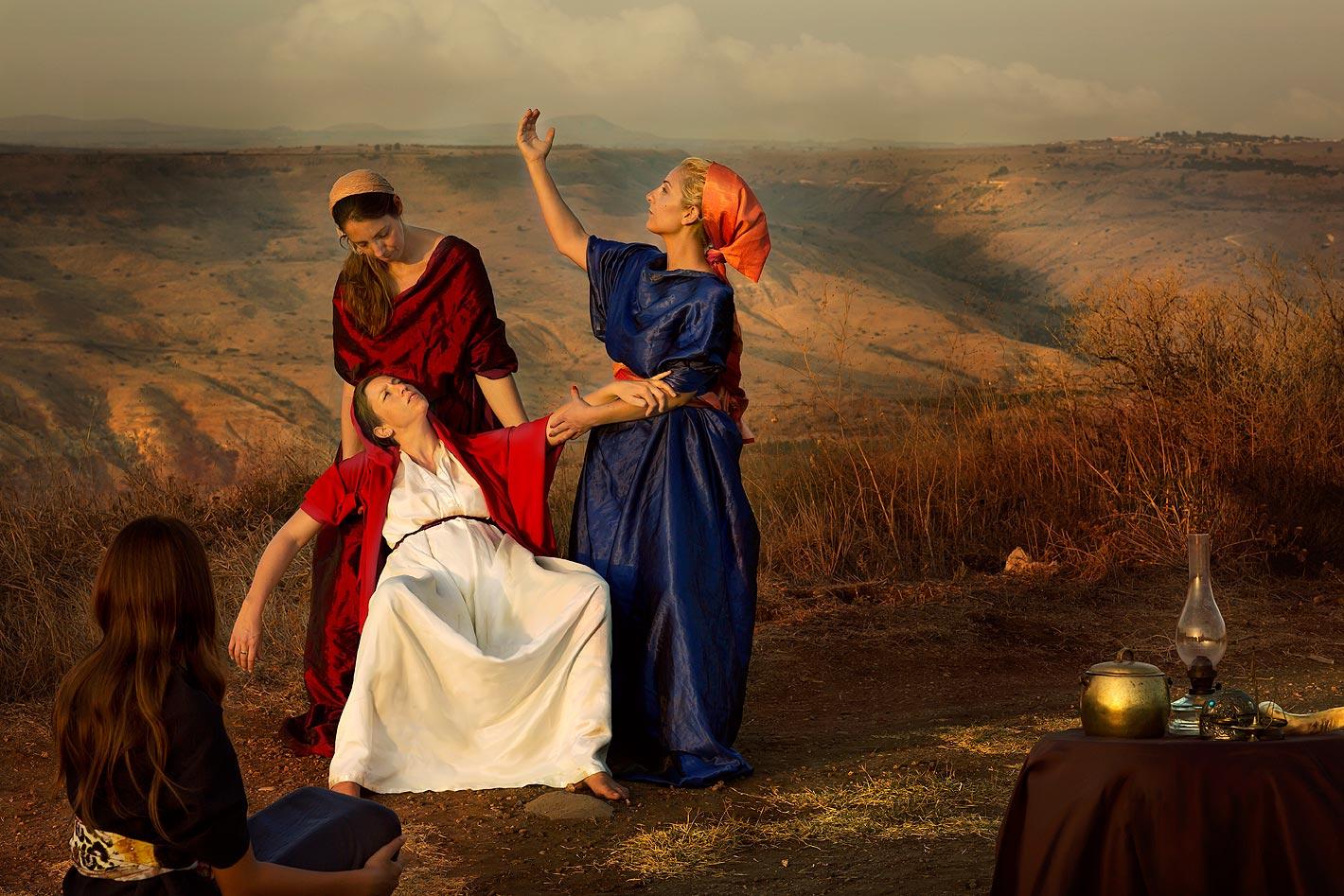 """""""אשת פנחס כלת עלי הכהן ״וְכַלָּתוֹ אֵשֶׁת-פִּינְחָס, הָרָה לָלַת, וַתִּשְׁמַע אֶת-הַשְּׁמוּעָה אֶל-הִלָּקַח אֲרוֹן הָאֱלֹהִים, וּמֵת חָמִיהָ וְאִישָׁהּ; וַתִּכְרַע וַתֵּלֶד, כִּי-נֶהֶפְכוּ עָלֶיהָ צִרֶיהָ: וּכְעֵת מוּתָהּ, וַתְּדַבֵּרְנָה הַנִּצָּבוֹת עָלֶיהָ, אַל-תִּירְאִי, כִּי בֵן יָלָדְתְּ״ שמואל א ד יט-כ"""""""